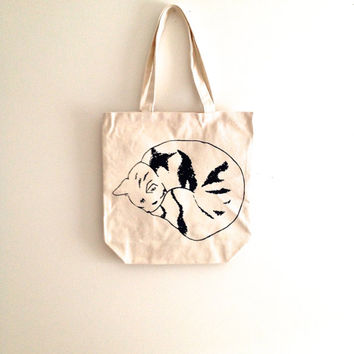 Black Sleeping Cat tote bag, reusable canvas tote bag, grocery bag, natural or cream, gift for cat lover, gift for teacher, screen print bag