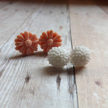 Nude and White Floral Flower Earrings Earring Gift Set Ecru and White Daisy Dahlia Bridesmaids Gift Under 20