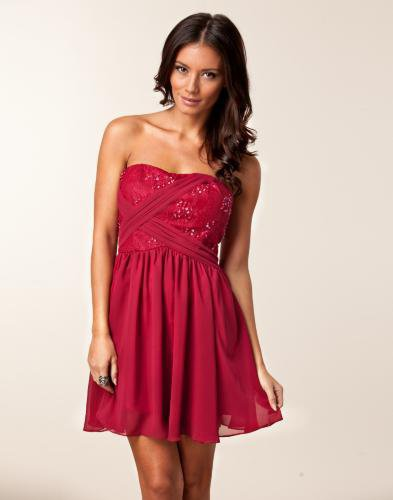 Ziara Embellished Dress - Oneness - Raspberry - Festklnningar - Klder - NELLY.COM Mode online p ntet
