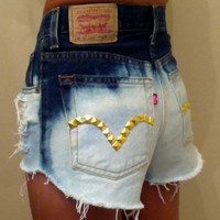 Bleached highwaisted shorts with gold studs by AllthingsGold