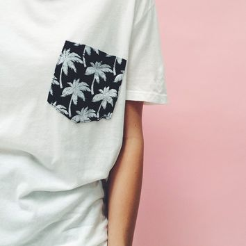 IEVA PALMS POCKET TEE