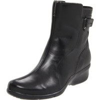 Clarks Women`s Kinsy Waterproof Boot,Black Leather,9 M US