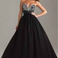 Buy discount Sexy Tulle&amp;Satin Ball Gown Strapless Sweetheart Black Prom Dress With Beading and Embroidery at dressilyme.com