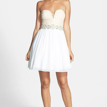 Way-In Lace V Detail Dress (Juniors)