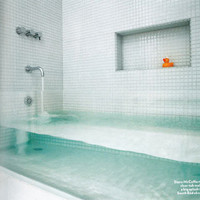 Make a Big Splash: Clear Glass Tub Boston Home Magazine | Apartment Therapy Boston