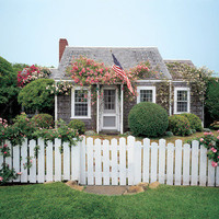 pretty Nantucket cottage