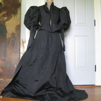 Gorgeous Victorian Mourning Dress ~ fetching black Widows Weeds for a Diminutive Mourner