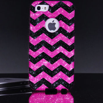 iPhone 5/5s Otterbox Case - Small Chevron Print Bubblegum/Black Otterbox Commuter iPhone Chevron 5/5s Case - iPhone 5/5s Otterbox Cover