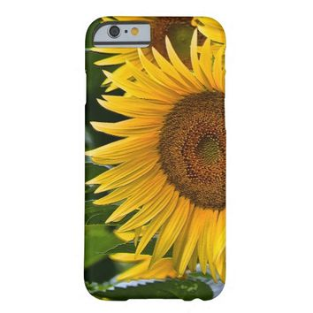 """""""Giant Sunflower"""" iPhone 6 Case"""