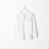Button-neck t-shirt with a pocket