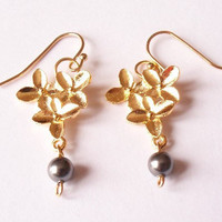 pearl earrings, flower earrings, dangling earrings, Swarovski earrings, everyday wear earrings by SABOTAGEandCO