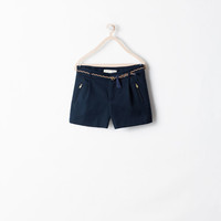 Pleated shorts with belt