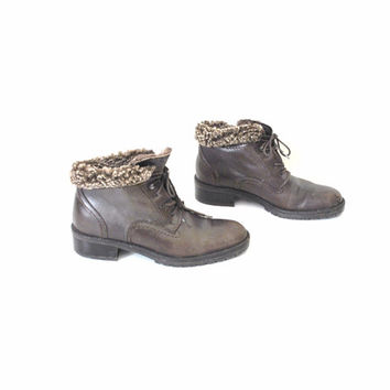 size 6 SHERLING hiking winter boots / vintage 90s CHUNKY heel roll cuff lace up granny PIXIE ankle boots