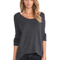 Luxe Cashmere Hi-Low Hem Sweater in Charcoal