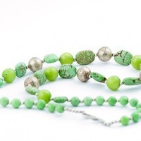 Green turquoise beaded necklace / spring summer necklace in green
