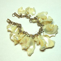 Shell Bracelet, Chunky Mother of Pearl, Cha Cha Bracelet, Vintage Bracelet, Vintage Jewelry (SN 472)