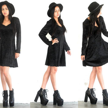 Vintage 80s VELVET Black Crushed Long Sleeve Mini Dress // Fit n Flare Skater // Grunge Hipster Witch // XS Extra Small / Small / Medium