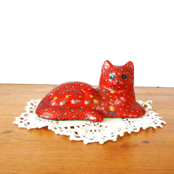 vintage cat figurine  ///   red, quilting, quilt, cats, kitsch figurines, retro collectibles, animals, country