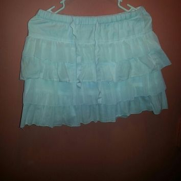 Old navy short white ruffle skirt