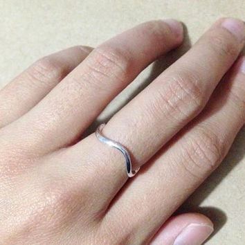 Thin ring. Silver ring. Gold ring. wave ring. small gift. everyday ring. gift for her. (US size 6)