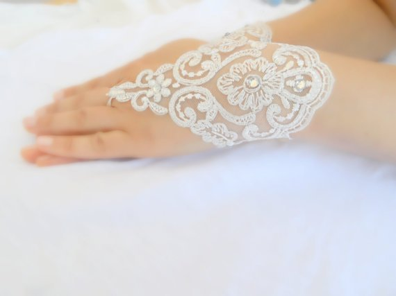 ivory lace gloves, ivory lace cuffs, collar, wrist cuffs and ivory wedding gown, off white cuffs, cuff wedding bride, bridal gloves, Ivory,