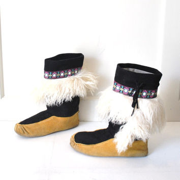 size 9.5 ICONIC 1970s MUKLUKS / vintage 70s retro BOHO hippie curly lamb moccasin boots
