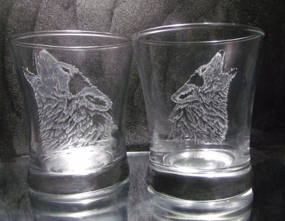 custom barware Wolf glass tumbler set of 2, hand engraved glass drinkware