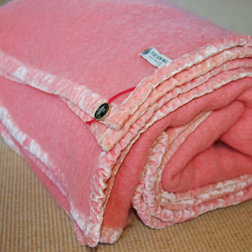 Thick Pink Wool Blanket Made in Belgium with Velvet Edging, Heavy Thick Pink Belgian Wool Blanket, Dorm, Cabin, Cottage, Comfy Cozy