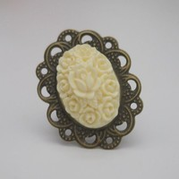 Victorian Filigree Ring in Cream