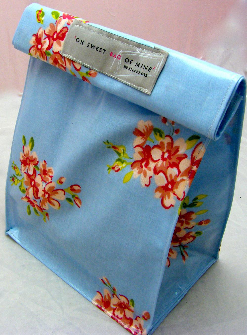 Oilcloth Lunch Bag - Flowers On Blu.. on Luulla
