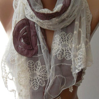 ON SALE / Lilac / Elegance Shawl / Scarf with Lace Edge-