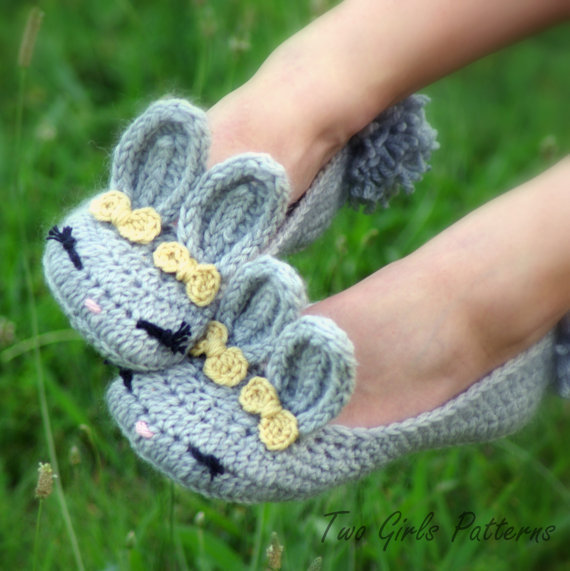 Womens Bunny House Slipper PDF crochet pattern - six sizes included - Women's 5 - 10  - Pattern number 212