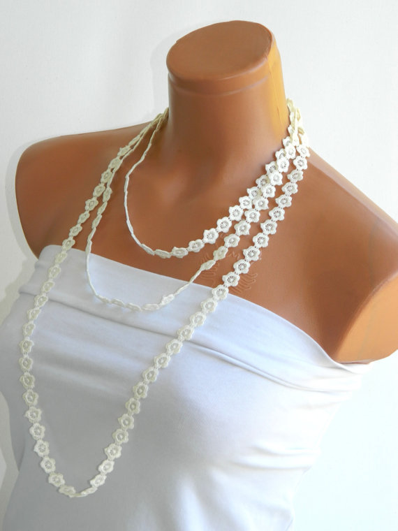 Summer Fashion lace necklace, infinity cream necklace, guipure scarf, floral necklace, romantic, elegant, wedding necklace