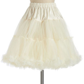 ModCloth Vintage Inspired Va Va Voluminous Petticoat in Ivory - Short
