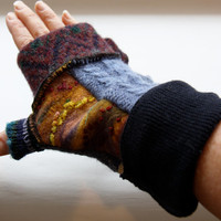 Fingerless gloves with felt detail and thumb guard - blue, navy with accents . FREE SHIPPING USA