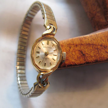 Vintage Waltham watch, incabloc 17 jewels, gold tone ladies wind up watch,vintage watch,Waltham watch,
