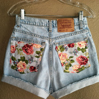 Vintage Floral Pocket High Waisted Levi&#x27;s Shorts (Small)