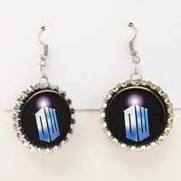 Bottle Cap Earrings Doctor Who DW TARDIS Logo Black
