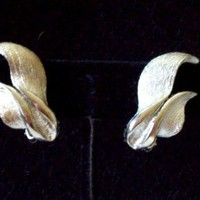 Vintage Brushed Silvertone Ribbon Earrings