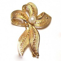 Vintage Goldtone and Pearl Bow Brooch