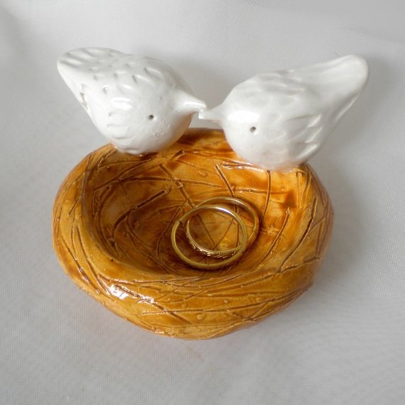 Kissing birds and nest ring holder