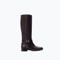 Flat leather bootie with buckles