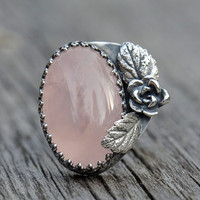 Sterling silver pink rose quartz ring. Rose and leaf details. Size 8.5.