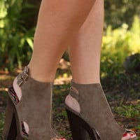 Walk A Thousand Miles Heels: Mocha