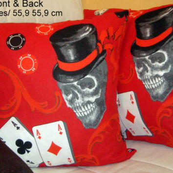 Red skull 22x22 pillow cover – Retro Goth teenager bedroom