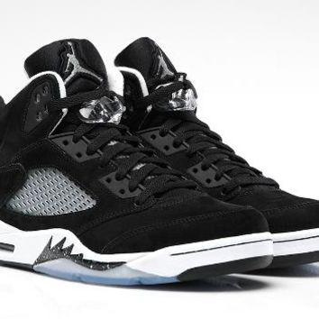 AIR JORDAN 5 RETRO 'BLACK/WHITE'
