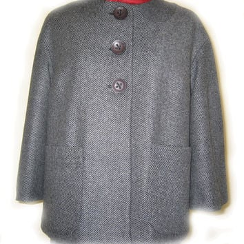 Short wool coat. Gray colour,unusual collar, straight silhouette,three-quarter  wide sleeve.