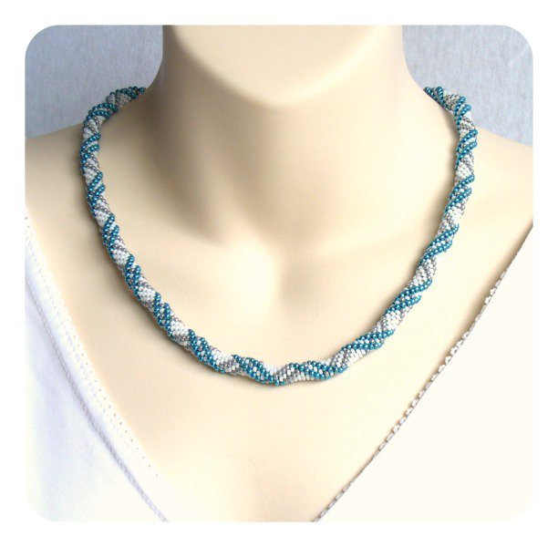 Bead Crochet Rope Necklace with pearl-grey and metallic-blue stripes on white ground