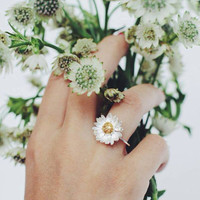 Daisy ring in sterling silver with gold plating -  flower ring - summer jewelry - promise ring - romantic jewelry for her