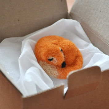 Needle Felted Sleep Fox brooch, Animal brooch pin, Orange Red Fox